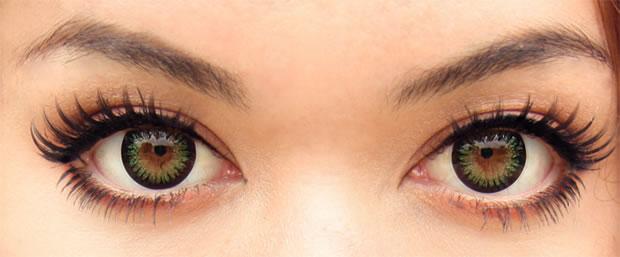 Não há problema algum em querer utilizar lentes de contato para realçar ou  modificar a cor dos seus olhos, mas antes faça uma consulta a um  oftalmologista ... d3f56270ae